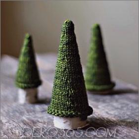 21 Weihnachtsbäume in Tischgröße zum Einstellen der Weihnachtsstimmung