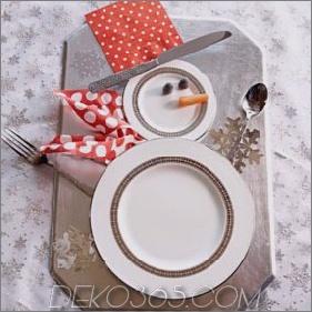 Bunte Weihnachtstischdekor-Ideen: Weiß, Rot, Lila und Türkis