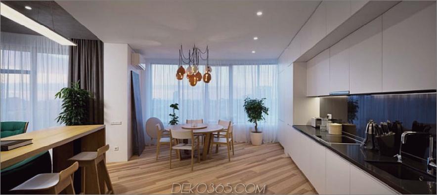 Der Essbereich an einer Seite der Küche bietet Tageslicht durch die Fenster