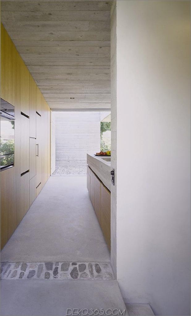 minamalist-concretehome-showcases-atemberaubende aussichten-und-zeitgenössisch-leben-11-treppenhaus.jpg