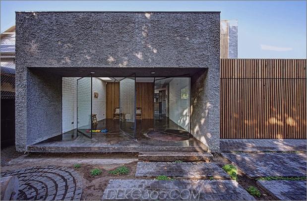 minimalistisches Haus mit schwenkbarer Glaswand und ungewöhnlichen Details thumb 630x411 11049 Minimalistisches Haus mit schwenkbarer Wand und ungewöhnlichen Details