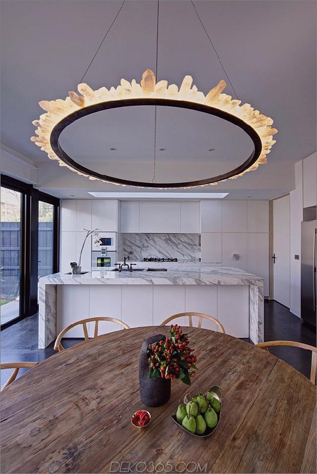 minimalistisches Haus mit schwenkbarer Glaswand und ungewöhnlichen Details-5.jpg