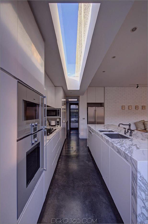 minimalistisches Haus mit schwenkbarer Glaswand und ungewöhnlichen Details-6.jpg