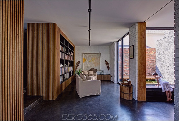 minimalistisches Haus mit schwenkbarer Glaswand und ungewöhnlichen Details-8.jpg