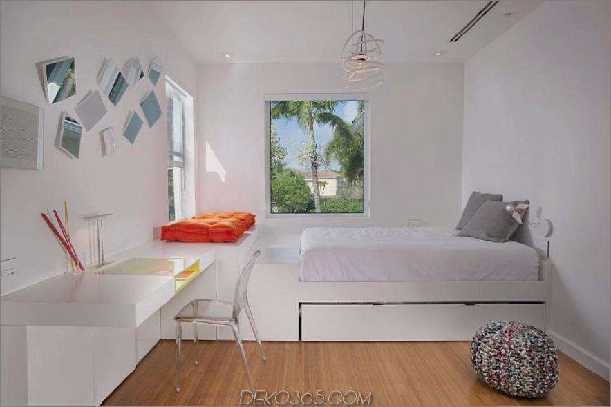 Eingebautes Bett und Schreibtisch von DKOR Interiors