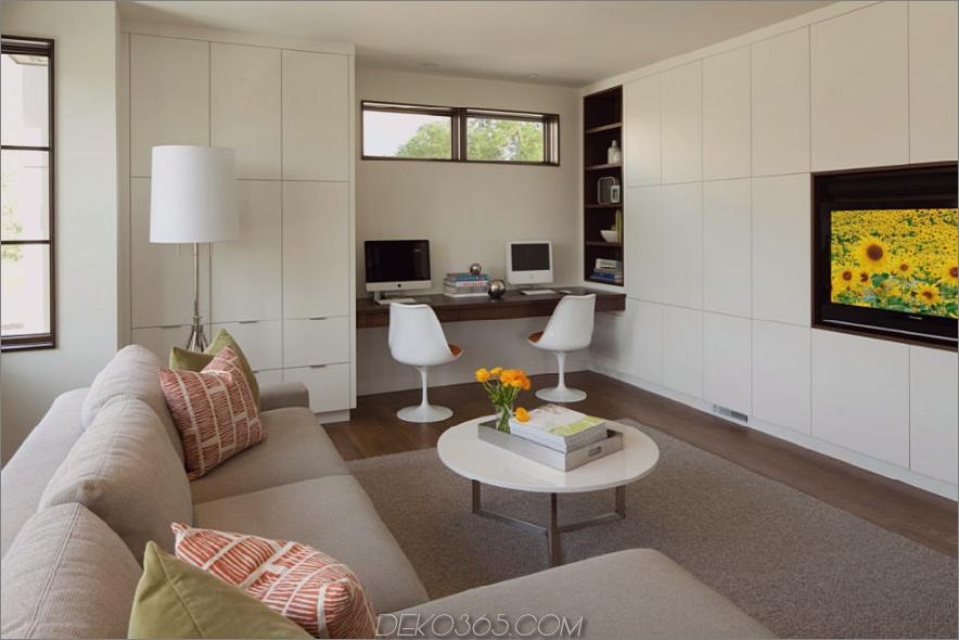 Bescheidenes eingebautes Heimbüro