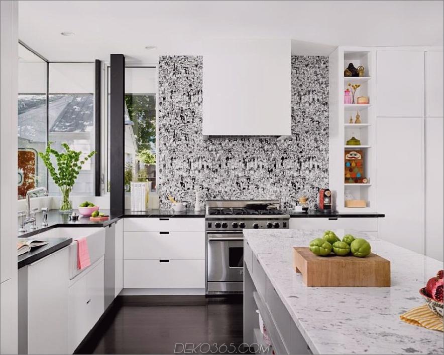 Grafischer schwarz-weißer Backsplash von Hugh Jefferson Randolph Architects