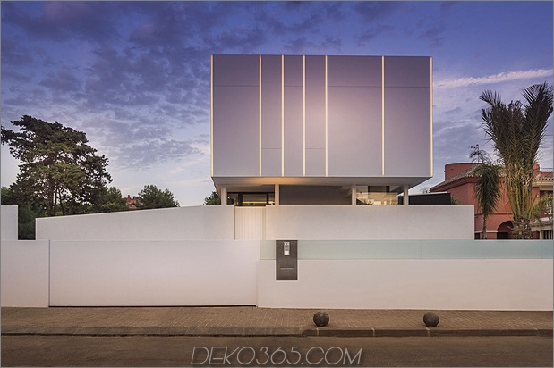 3-modern-mediterran-home.jpg