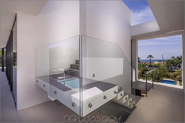 12-modern-mediterran-home.jpg
