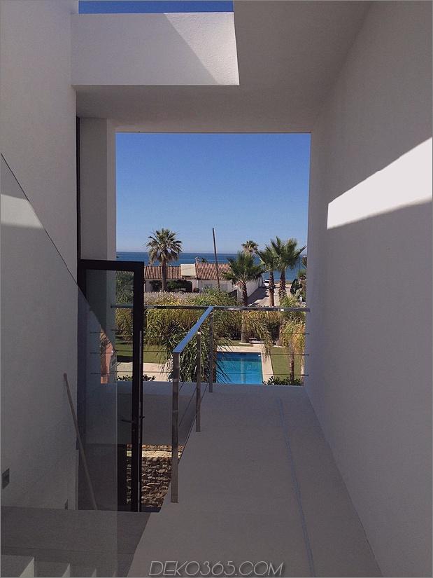 13-modern-mediterran-home.jpg