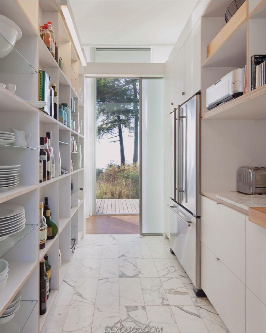 Luftige Küche und Speisekammer