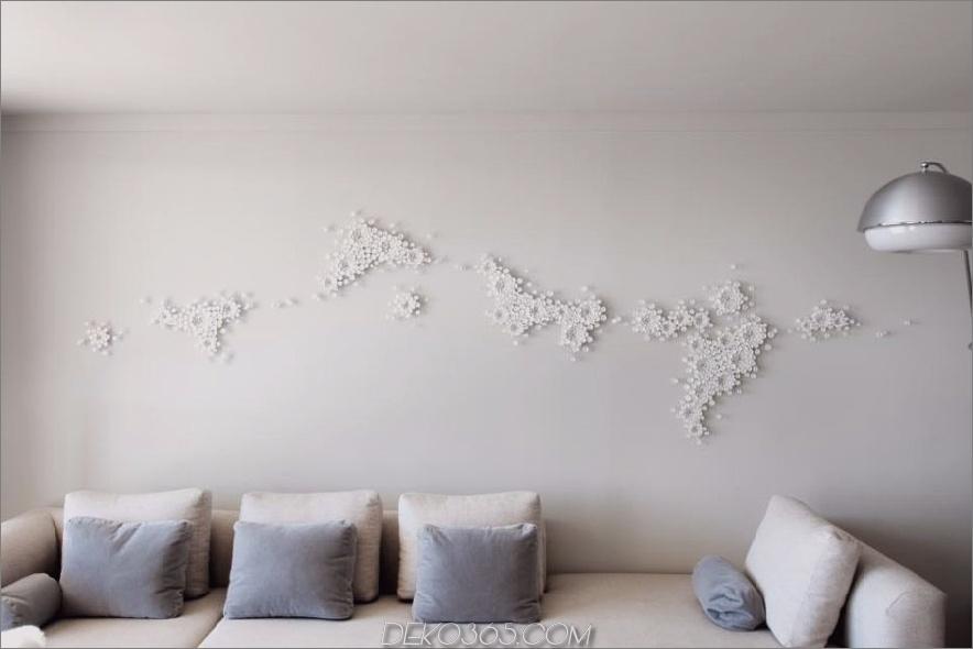 Sarah Barnard Wohnzimmer mit Skulpturenwandkunst