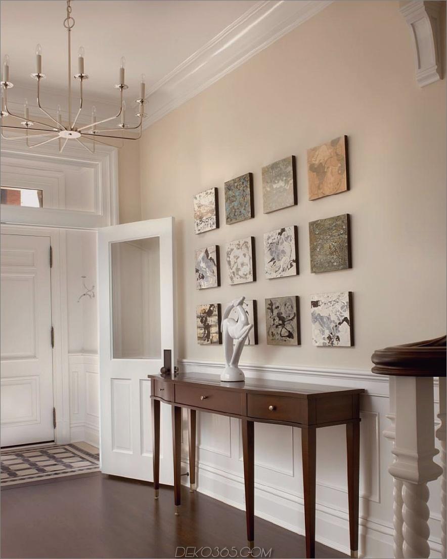 Lauren Coburn Eingang mit quadratischer Wandkunst