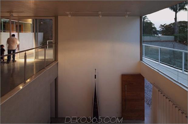 modern-resort-style-home-of-geometrie-und-glas-12.jpg