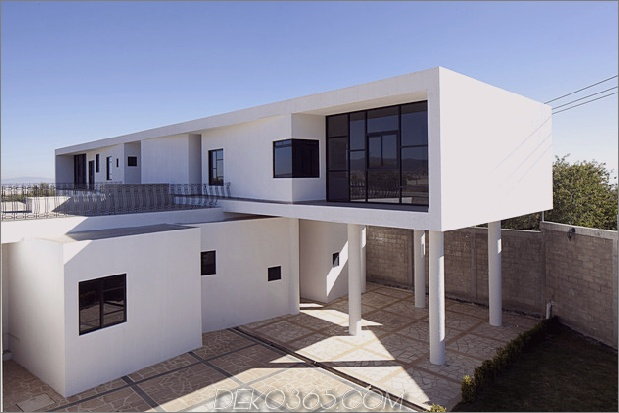 Moderne Hacienda mit asymmetrischen Linien 1 thumb 630x420 26930 Modernes Hacienda-Stilhaus auf Säulen gebaut