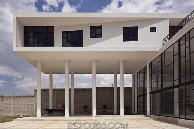 modern-hacienda-with-assymetrical-lines-4.jpg