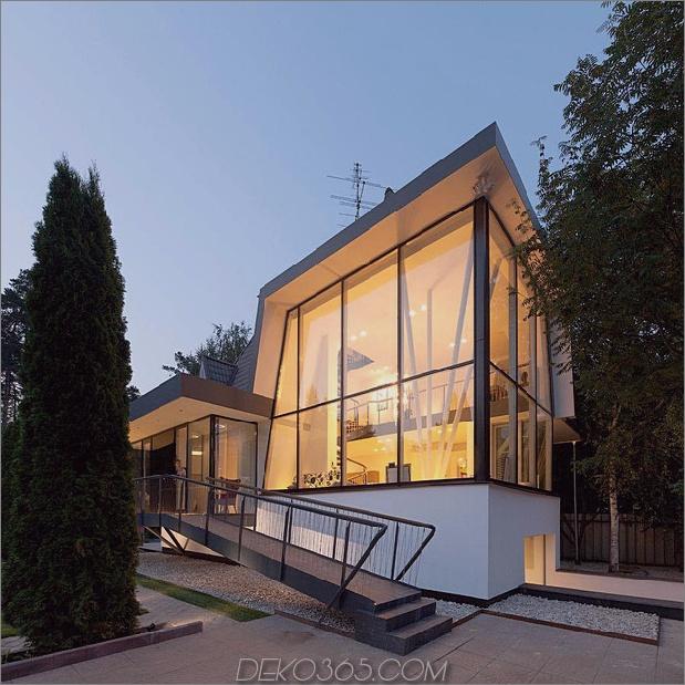 Modernes Landhaus-Stil-Haus-mit gewölbten Dachgeschoss-Zimmern-3-hoch-Glas-Ecke.jpg