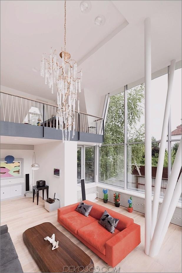Modern-Cottage-Stil-Haus-mit gewölbten Dachgeschoss-Zimmern-8-Wohnbereich.jpg