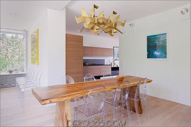 Modern-Cottage-Stil-Haus-mit gewölbten Dachgeschoss-Zimmern-12-Küchentisch.jpg