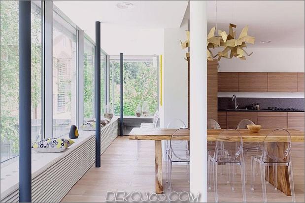 Modern-Cottage-Stil-Haus-mit gewölbten Dachgeschoss-Zimmern-13-Tisch-Fenster.jpg