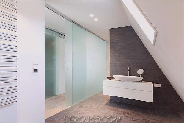 Haus im modernen Landhausstil mit gewölbten Zimmern im obersten Stockwerk-18-bathroom.jpg