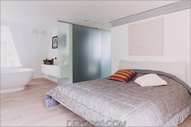 Haus im modernen Landhausstil mit gewölbten Zimmern im obersten Stockwerk-19-Master-Bedroom.jpg