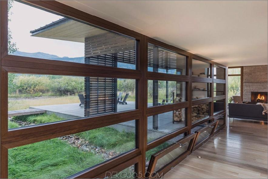 Die Fensterfront bietet dem Hauptraum die Aussicht