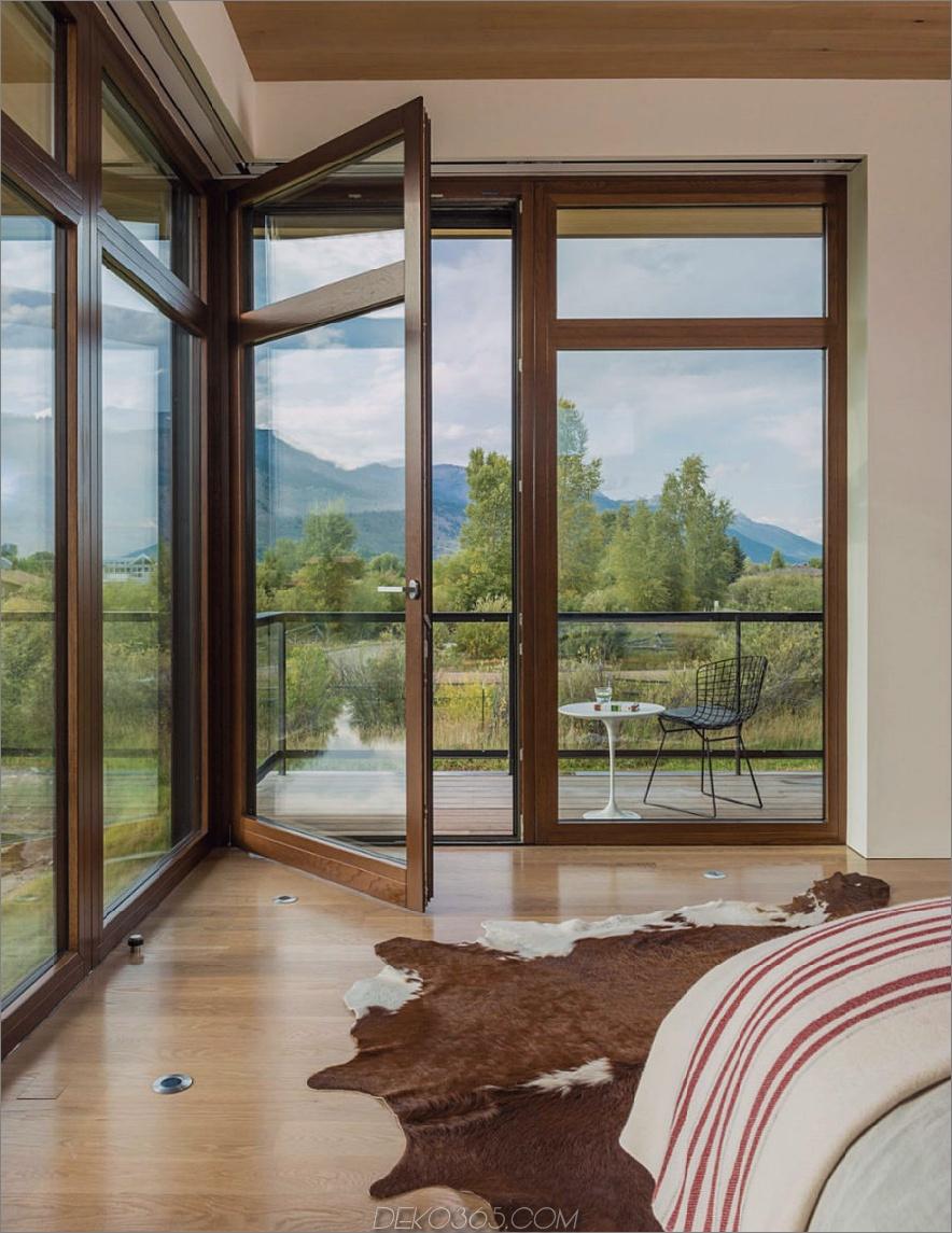 Ein Balkonzugang im Schlafzimmer ermöglicht es, die frische Luft vor dem Aufwachen zu atmen