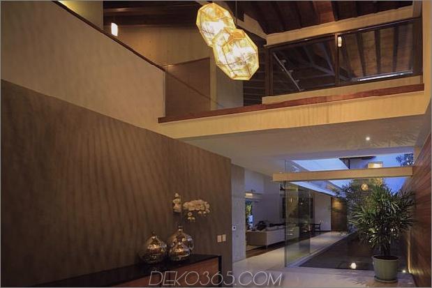 casa-siete-open-wide-front-back-false-facade-7-entry.jpg