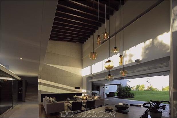 casa-siete-open-front-back-false-facade-9-living.jpg