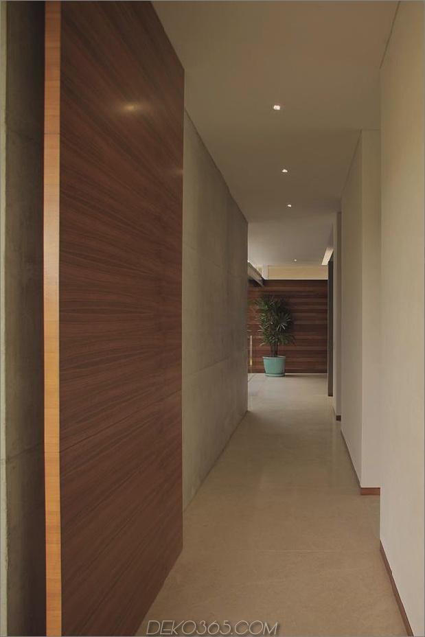 casa-siete-open-front-back-false-facade-15-corridor.jpg