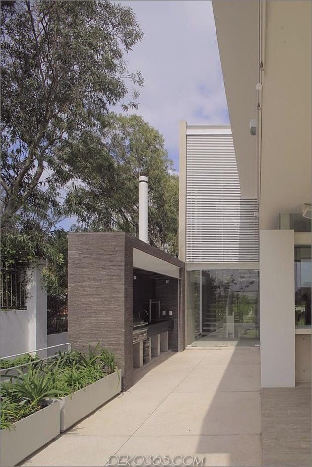 casa-siete-open-front-back-false-facade-25-barbeque.jpg