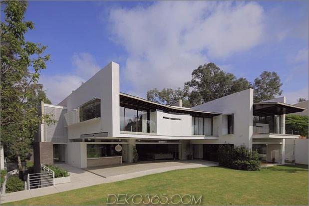 casa-siete-open-front-back-false-facade-26-backyard.jpg