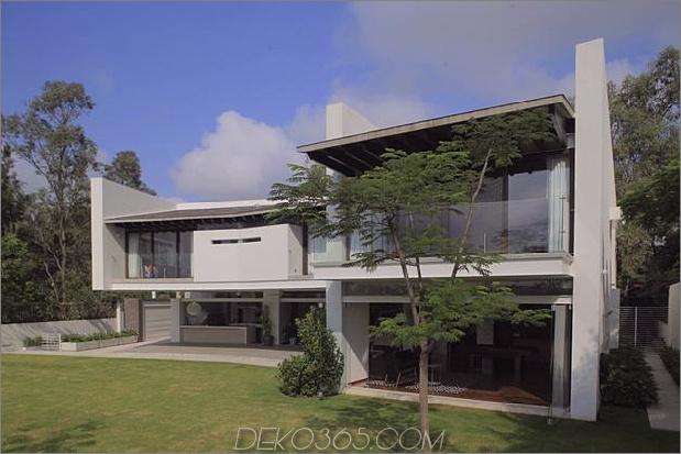 casa-siete-open-front-back-false-facade-27-backyard.jpg