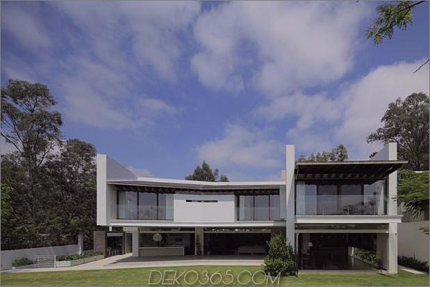 casa-siete-open-front-back-false-facade-28-backyard.jpg