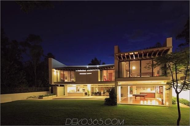 casa-siete-open-front-back-false-facade-29-backyard-evening.jpg