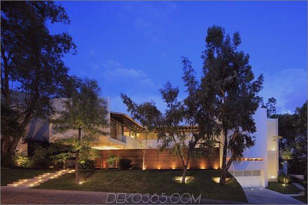 casa-siete-open-front-back-false-facade-30-facade-evening.jpg