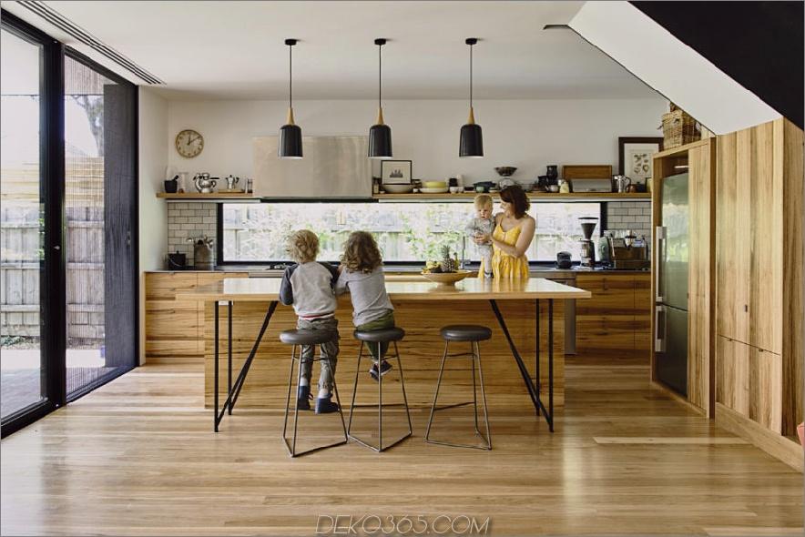 Ein Briefkastenfenster ersetzt einen Backsplash der Küche