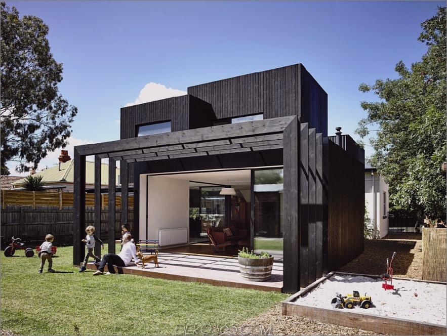 Die Gebäudestruktur schafft eine überdachte Terrasse