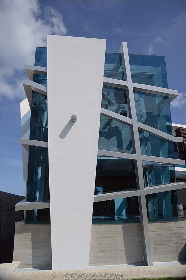 modernistisch-mexikanisches Haus-mit-abstrakter-Form-und-aufregender-Beleuchtung-4.jpg