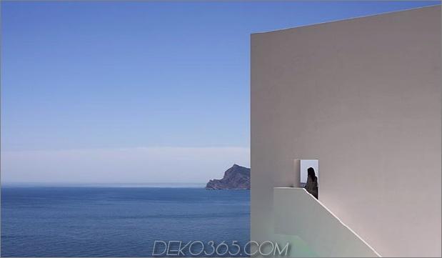 monolithisches Haus-über-das-Meer-3.jpg aufgehängt