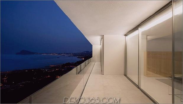 monolithisches Haus-über dem Meer-26.jpg aufgehängt