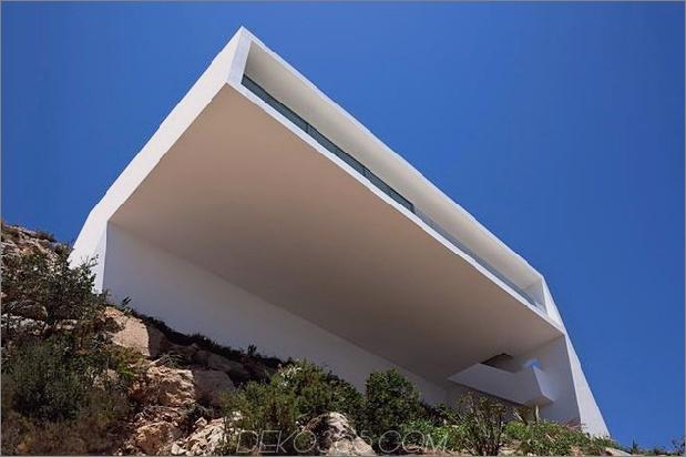 monolithisches Haus-über-das-Meer-4.jpg aufgehängt