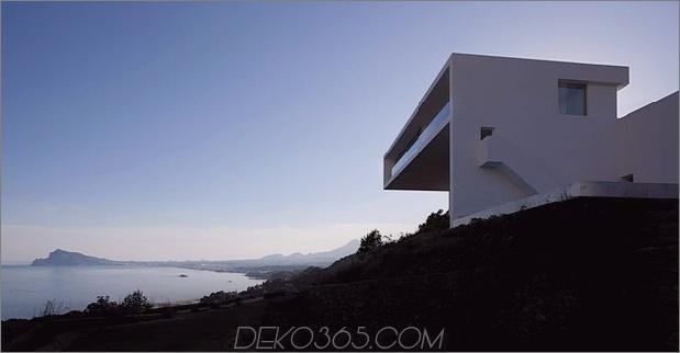 monolithisches Haus-über dem Meer-6.jpg aufgehängt
