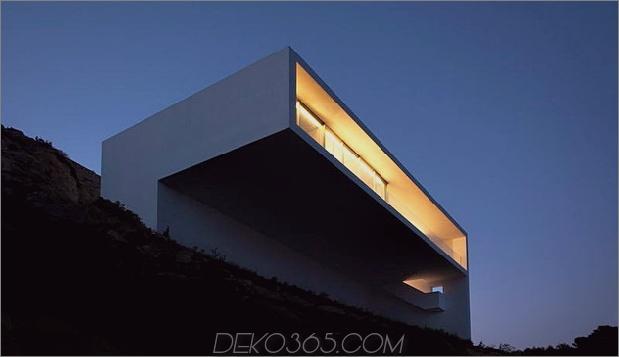 monolithisches Haus-über-das-Meer-7.jpg aufgehängt
