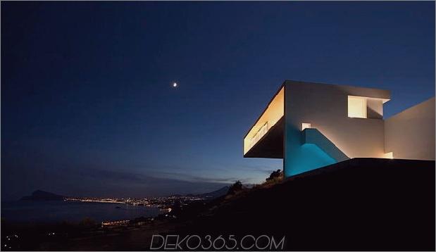 monolithisches Haus-über-das-Meer-10.jpg aufgehängt