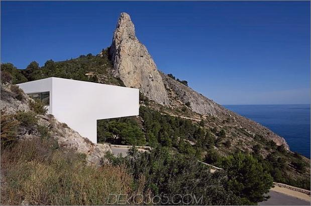 monolithisches Haus-über-das-Meer-11.jpg aufgehängt