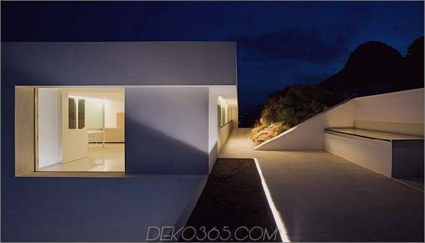 monolithisches Haus-über-das-Meer-28.jpg aufgehängt