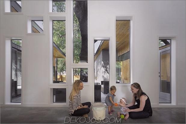 Mutiges und modernes U-förmiges Hofhaus, entworfen um Bäume_5c58f594bbe9e.jpg