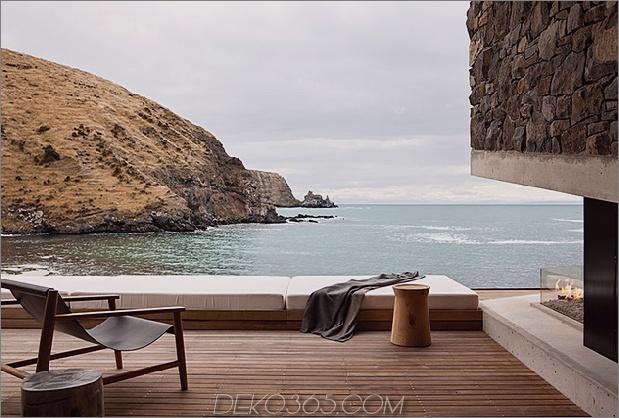11-Sustainable-Oceanfront-Cabin-Remote-Vulkan-Bergseite.jpg